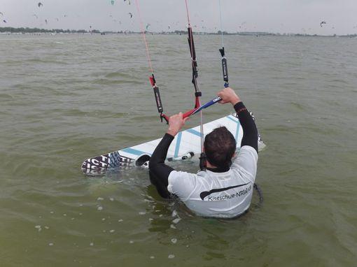 Kitesurfen - Basictechniken - Wasserstart